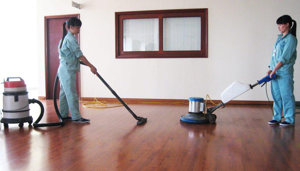 Sinh viên làm sạch công nghiệp theo giờ