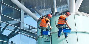 Quy trình chuẩn lau kính trong vệ sinh công nghiệp