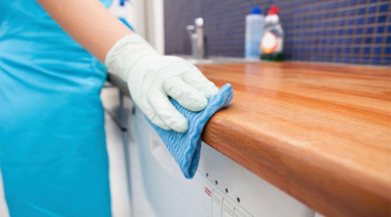 Làm sạch bằng phương pháp làm ẩm bụi - Dịch vụ vệ sinh khách sạn tại Nhật An